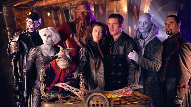 """""""FARSCAPE""""The true successor to the original """"Star Trek,"""" theseries followsJohn, an astronaut fromEarth trapped on the otherside of the universe,with a band of escaped prisoners. Crichton'sromance with AerynSun wasone for the ages."""