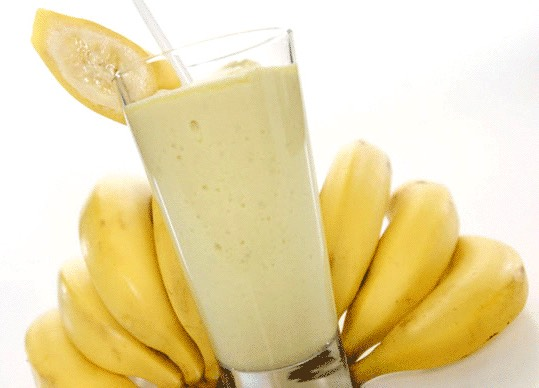 The ingredients you will need is  3-4 pieces of ice 1 tbsp of vanilla 1/2 a cup of milk (any kind) 1 full banana (any size)