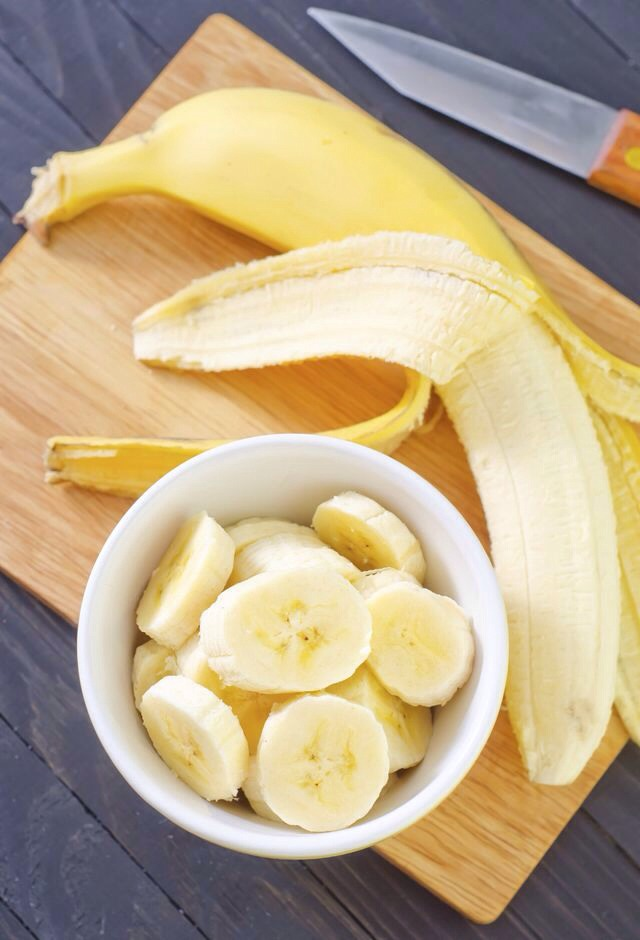 Finally, add sliced banana over the top and enjoy!