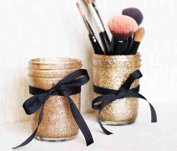 you can do whatever you like with the jar, you can put a light in it like the first picture, put makeup brushes it in, pens, whatever!😊