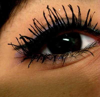 who wanta clumpy non natural looking eyelashes like these?