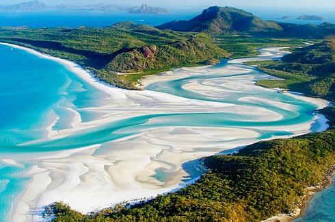 Whitehaven Beach at Whitsunday Island in Australia