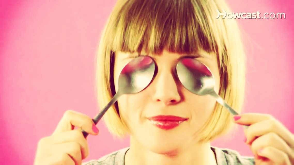 Step Two: Place the spoon(s) under your eyes over your dark circles for about five minutes.