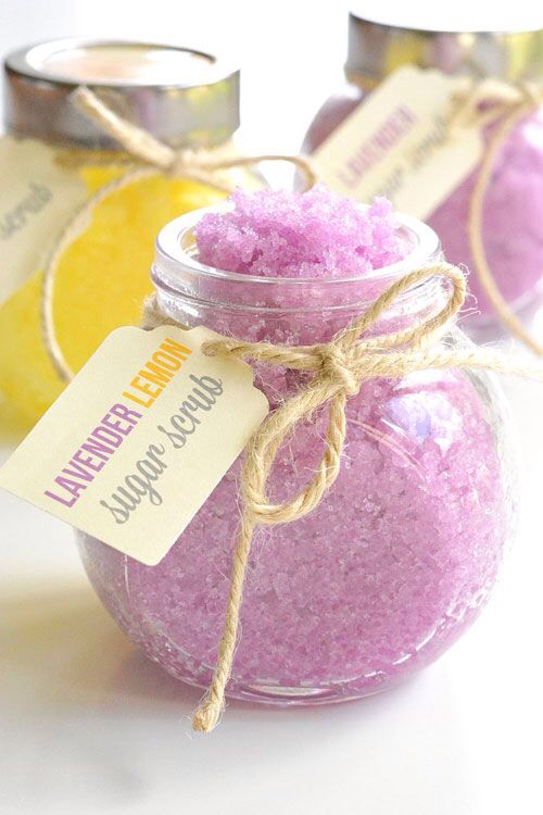 This homemade sugar scrub is so easy to make!And it's just sooooooo luxurious!I had no idea that sugar scrub was soeasy to make!But seriously, it takes less than 5 minutes.And when it's done, it smells heavenly!It's such an awesome homemade gift idea – or if you make it for yourself, it's a fun way to spoil yourself!
