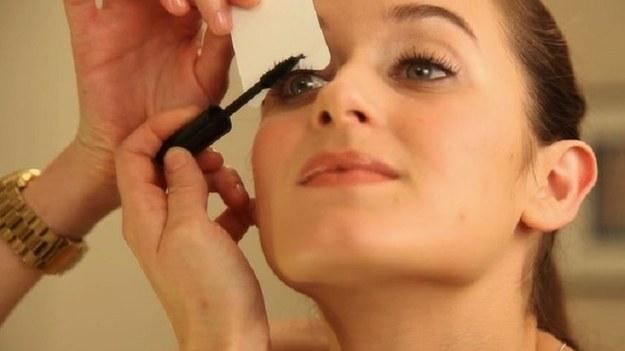 6. Use a business card or note card to get the best mascara line.