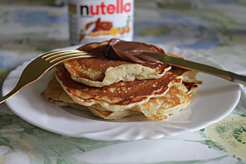 Not as healthy lol but Nutella pancakes. 💩