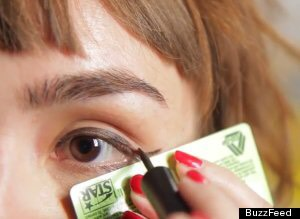 Use the edge of any kind of card such as an old credit card or a business card to get the perfect winged liner. Don't forget to like and then save. 👍 Thanks! 😃