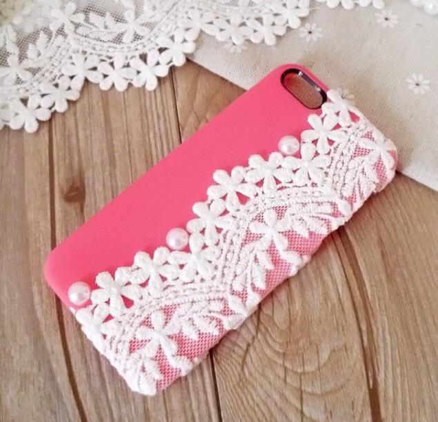 20. Lace phone case