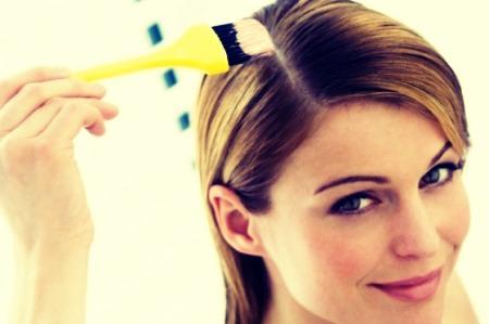 put some vaseline along ur hairline before u color ur hair