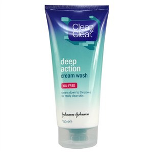 First I start with the 'Clean & Clear' deep action cream wash. Make sure you focus on your spot prone areas, gently massaging the cream in to your skin and rinse off with warm water.  Cost of product = £3.49 from Superdrug