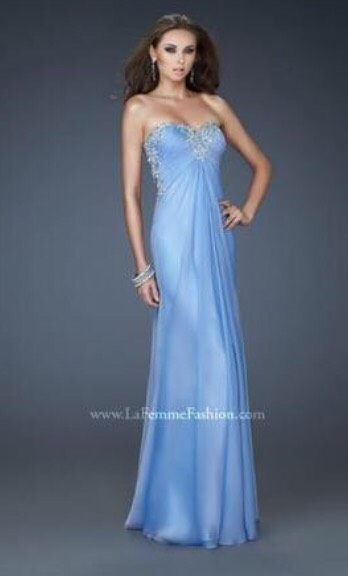 I just love this color pretty basic prom dress but the color makes me wanna die💯