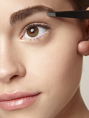 Whether you prefer the thick, more natural Brooke Shields 1980's eyebrows, or the thinner, more shapely eyebrows that are popular today, you already know having tidy, beautiful eyebrows gives you a polished look. But how do you get perfectly beautiful eyebrows? The key is to maintain them.