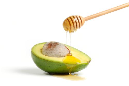 Avocados are rich in potassium and Vitamins B-complex, E, and K. The high potassium content means avocados help you de-puff