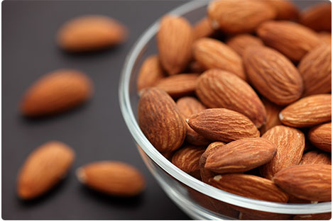 3. Almonds Ditch the sleeping pills and pop a handful of almonds into your mouth. These little miracles come loaded with tryptophan and magnesium, both of which induce sleepiness and relax muscle function so you can start drifting off to dreamland.