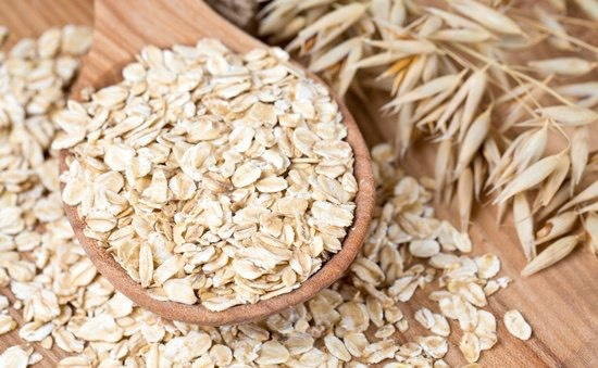 Oats with Cinnamon: Oats are a great start to your day. They will help keep you full while the cinnamon has natural thermionic properties, increasing your metabolism.