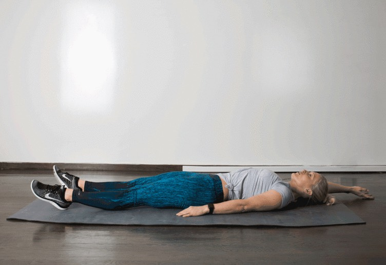 10.Jack Knife  Lie faceup, legs extended, feet together, arms extended overhead. Inhale, and as you exhale, squeeze abs and raise right armand left leg, touching handto foot. Inhale and slowly lower to starting position. Repeat for15 seconds, then switch sides for 15 seconds.