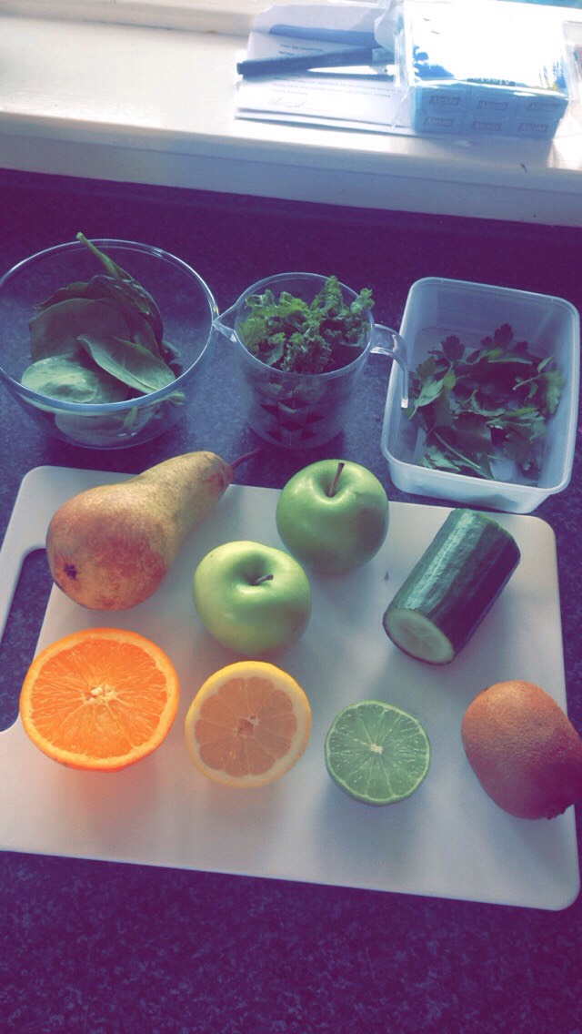 This is my first attempt at a green smoothie.. Pretty excited with the outcome.. Hope you enjoy 😊