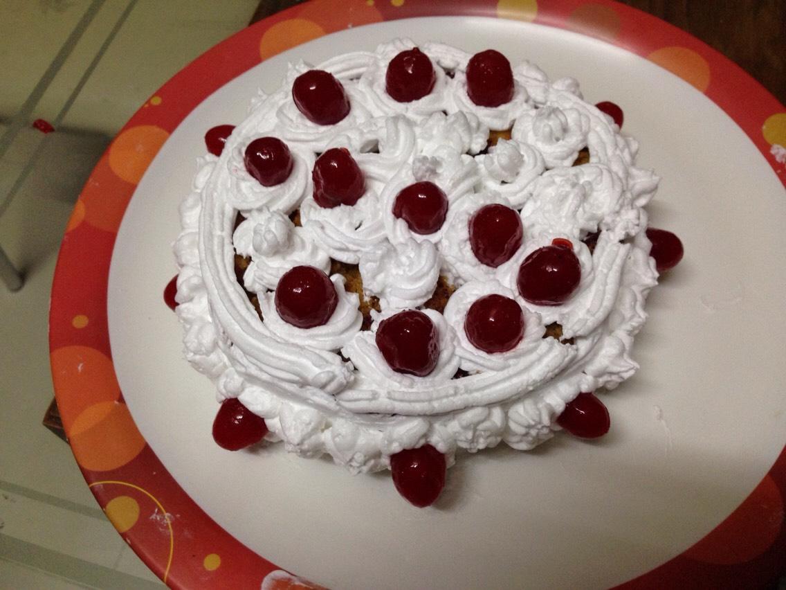 N sweet cherries on d top