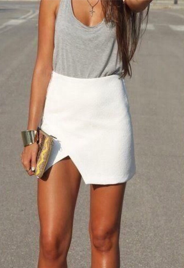 15. TANK TOP AND A SKIRT This chic skirt is easily dressed down with a casual tank top.