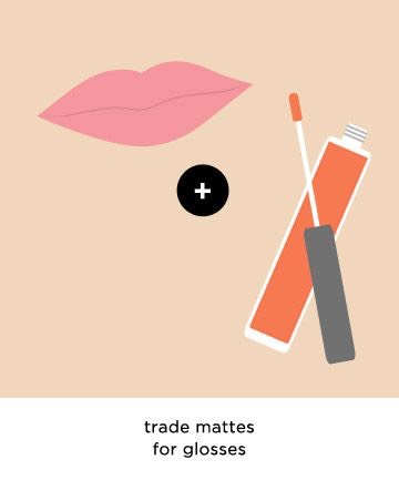 Go Glossy for Bigger Lips Like dark lip colors, mattes also tend to accentuate the smallness of one's mouth. To make lips look bigger, add shine.Tinted lip glosses and balms add a reflective quality to your lips, making them catch the light and appear plumper.