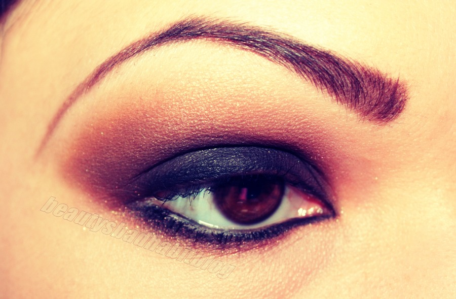 how to put eyeliner on your top lid