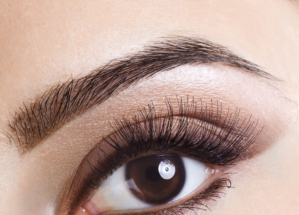 Spray an old toothbrush or a clean mascara brush with hairspray, then brush eyebrows and style them as desired. Even the most hard to tame eyebrows will fall in line with this idea👍