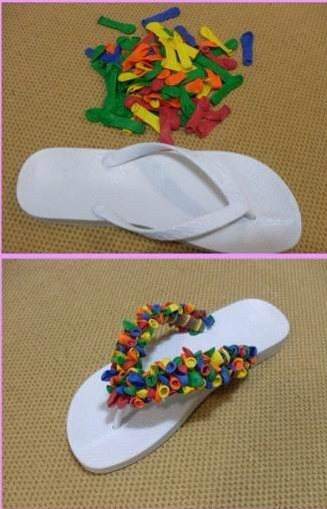 Use long balloons or cut the long bit that you blow in normal ones. Tie the balloons in the flip-flop stripes until you cover them entirely. This idea is nice because you can wash your flip-flops without harming them and if one or other balloon piece breaks you can easily replace it by another one