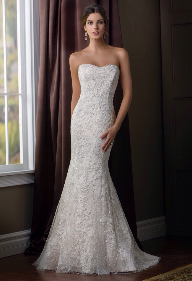 Love the detail all over this gown 😍