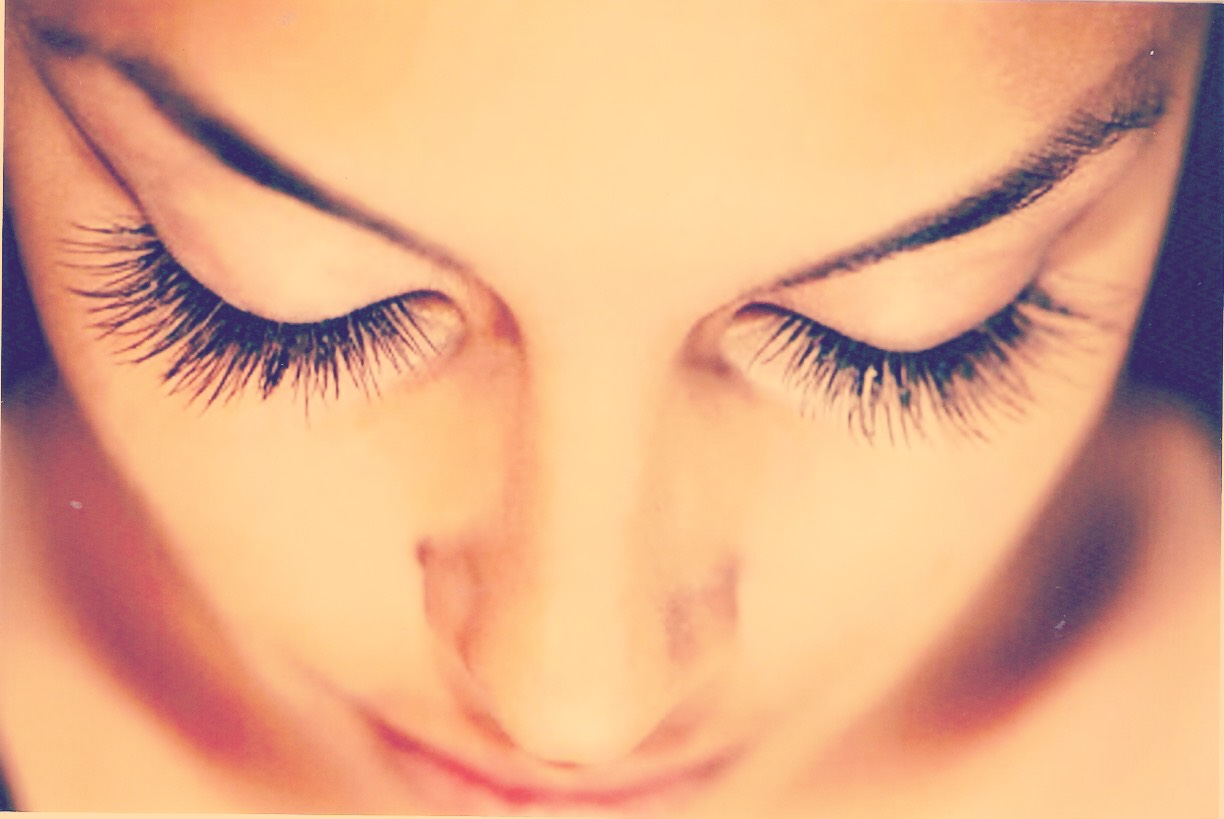 For good long lashes there's many ways, but what worked for me was:..