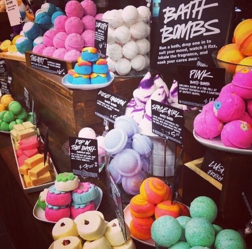 These colourful bombs are luxurious advantages to taking a bath. You drop them into your water and boom! The tub has exploded with a fresh smell and lovely colours! But who want to pay at least $8 for just one at those expensive stores? Why not make your own?