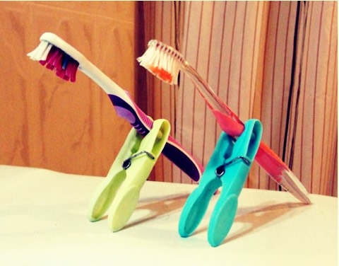 Put pegs on toothbrushes to stop bacteria 💒