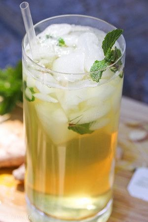 Pour tea over ice in a tall glass and add mint leaves. Enjoy!  Drink everyday for 14 days!