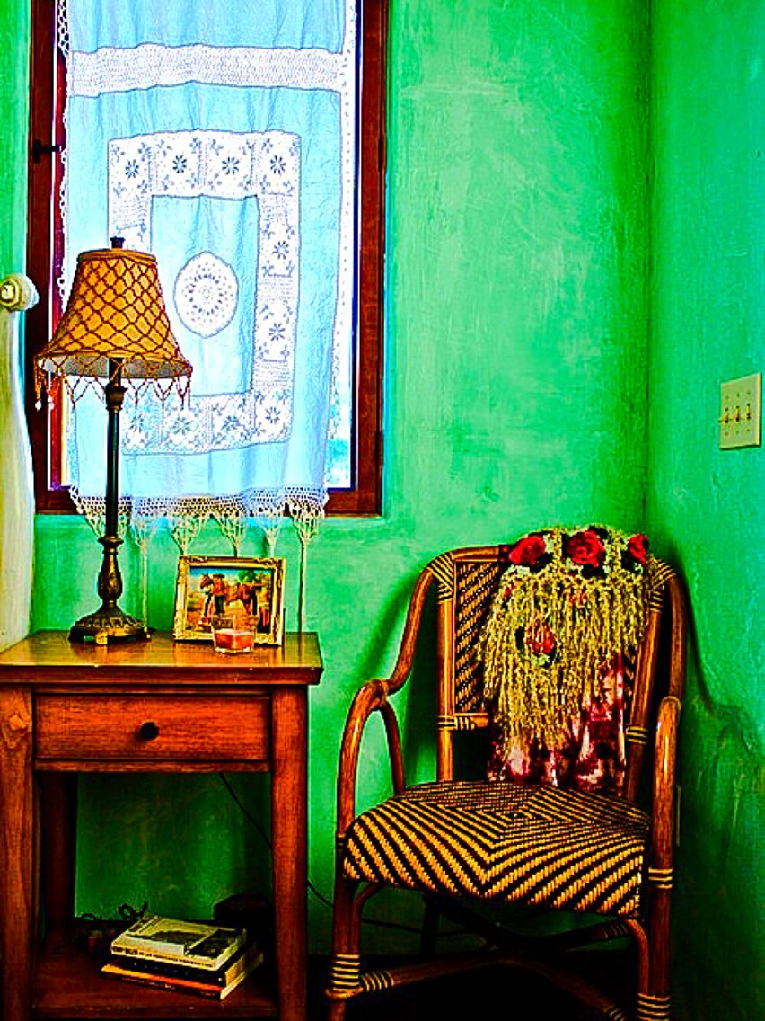 A reading nook with vintage charm!