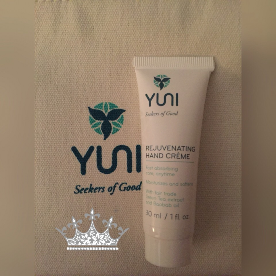 This hand creme is amazing I absolutely love it. This came in the travel kit. It makes your hands nice and soft without the greasy or stickyfeel, it smells nice. Love using this before bed,after dishes or after washing handssince I always use lotion after dishes and washing hands. :)
