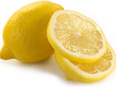 • Rinsing your hair with a cup of water mixed with a teaspoon of lemon juice after shampooing can add luster to your locks.
