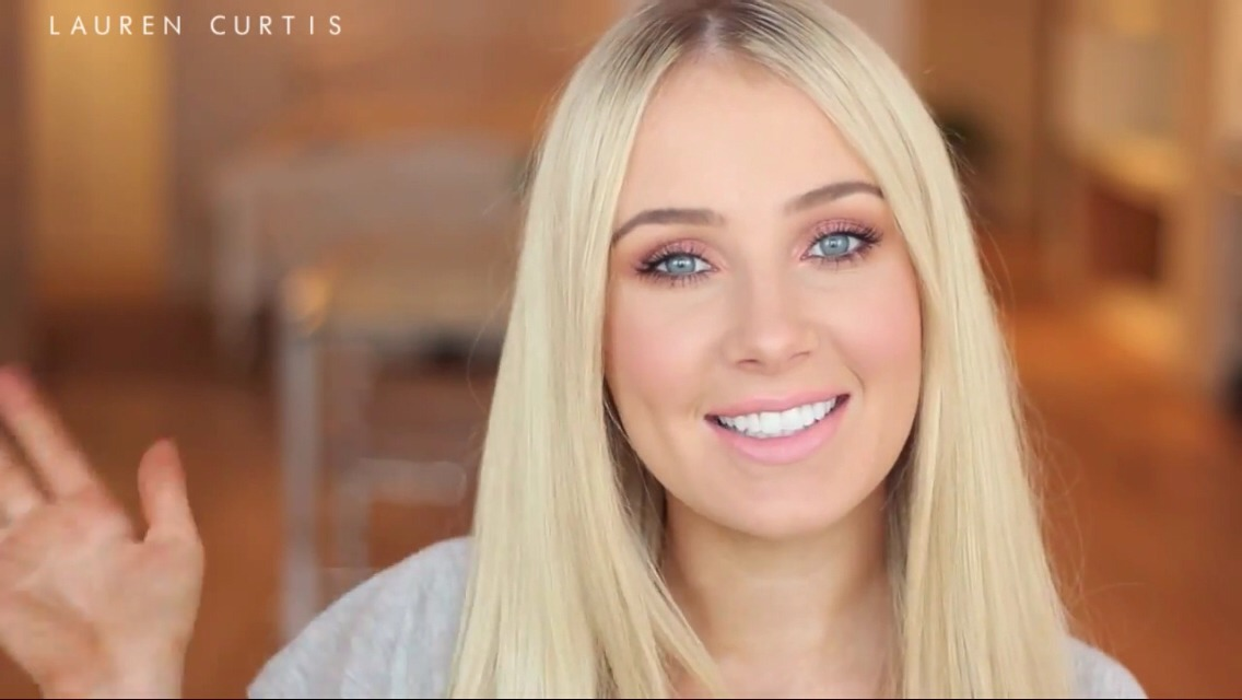 This video by Lauren Curtis shows you a very pretty peachy coral look perfect for the summer! Enjoy!😊👍