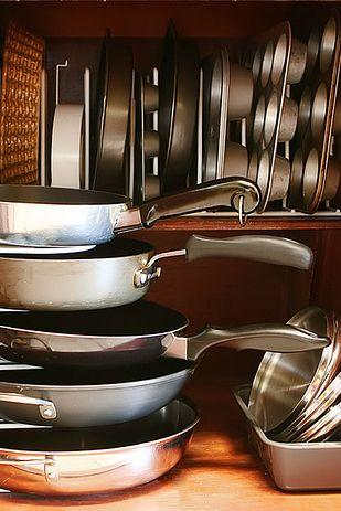 Use Your Plates Holder to organize your pans