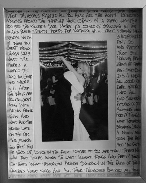 -> One of the most coveted DIY's right now is the first dance frame -> Which features lyrics from your first song and a favorite photo from your wedding