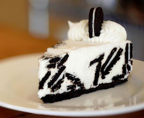 This delicious Oreo cheesecake you can have for dessert on an holiday or a birthday!!