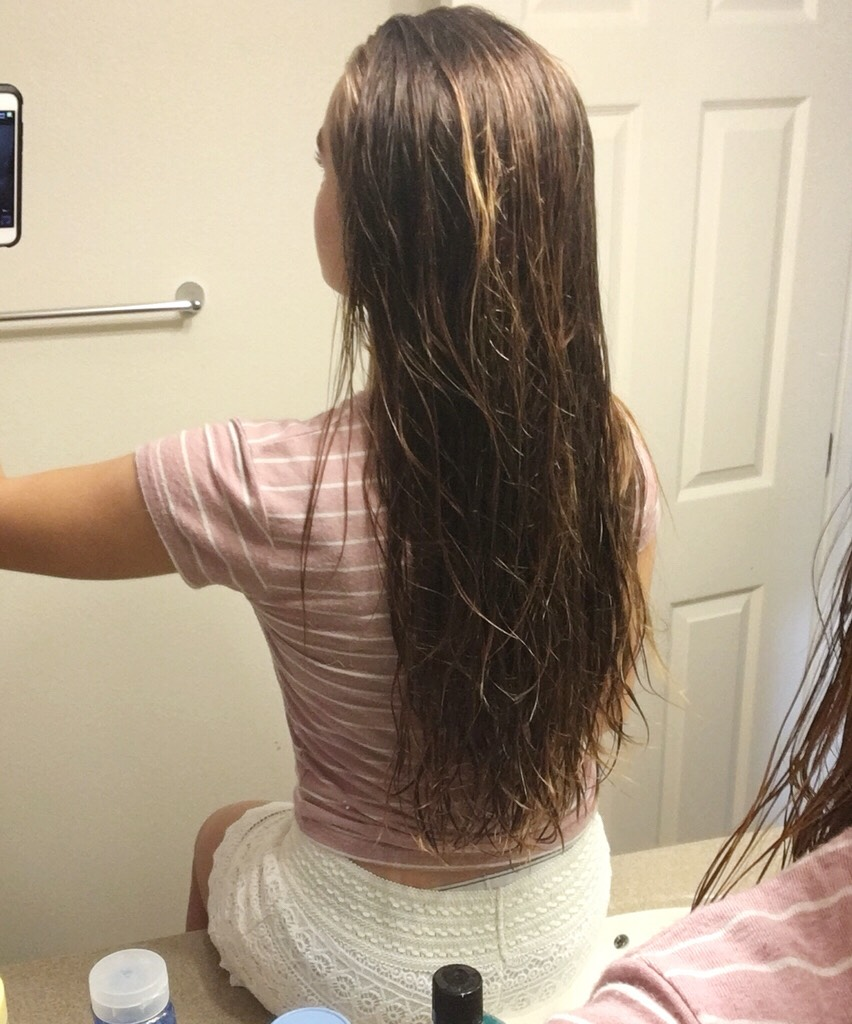 Update: I posted this tip a year ago and decided to show the progress my hair has made. Its obviously wet and tangled so it doesn't look very nice, but it has grown a lot!!