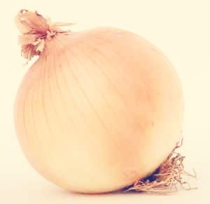 When you cut onions do you ever wonder why you cry a lot or even a little ? Well study shows that onions can actually tell how much of a jealous person you are 🙎 so make your bf / gf cut onions and you'll see how much of a jealous person they are if you haven't found that out yet.