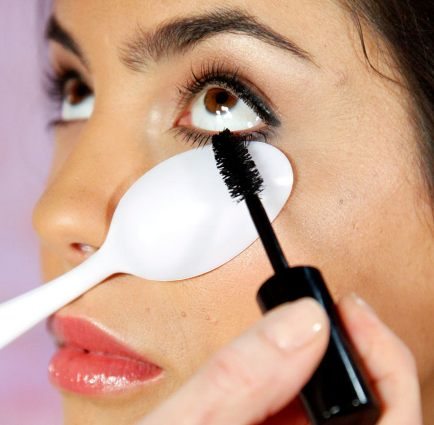 Use a plastic spoon to stop your mascara from going on your skin around the eyes