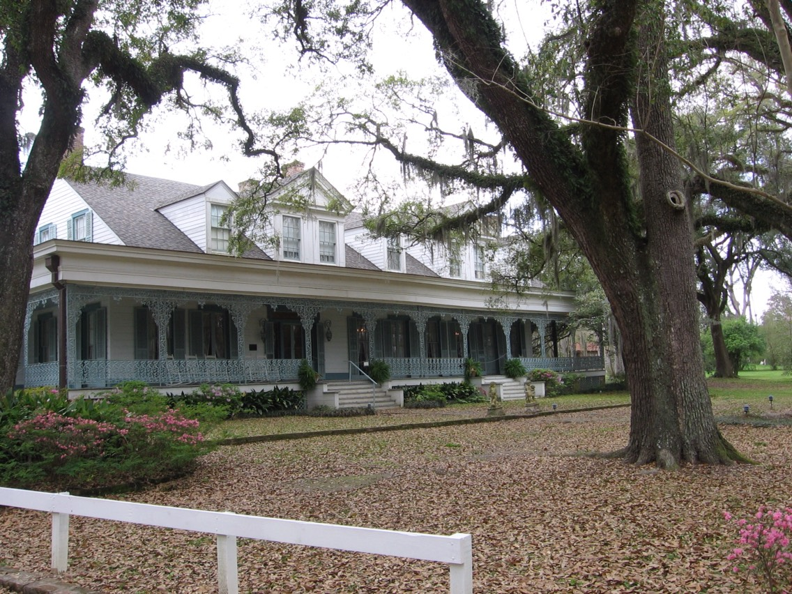 18.) The Myrtles Plantation, Louisiana This late-18th century plantation has had a very colorful history, resulting in what many claim to be the haunting of several distinct spirits throughout the main house and the grounds. These include former slaves as well as owners and their children
