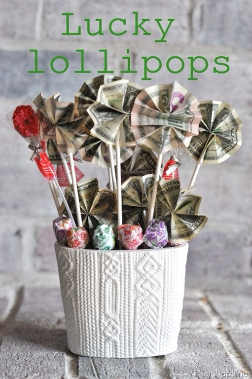 Money lollipops. Super creative way to gift something not so creative😎