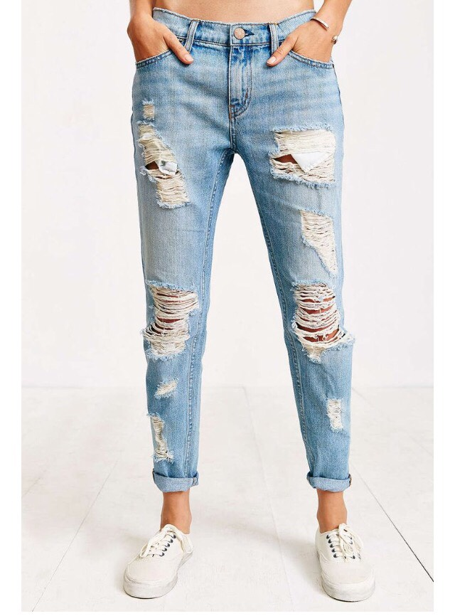 #5 Boyfriend Jeans  Bring out your favorite boyfriend jeans to play in the beautiful season of spring. Wear the boyfriend jeans with heels, flats or sneakers.