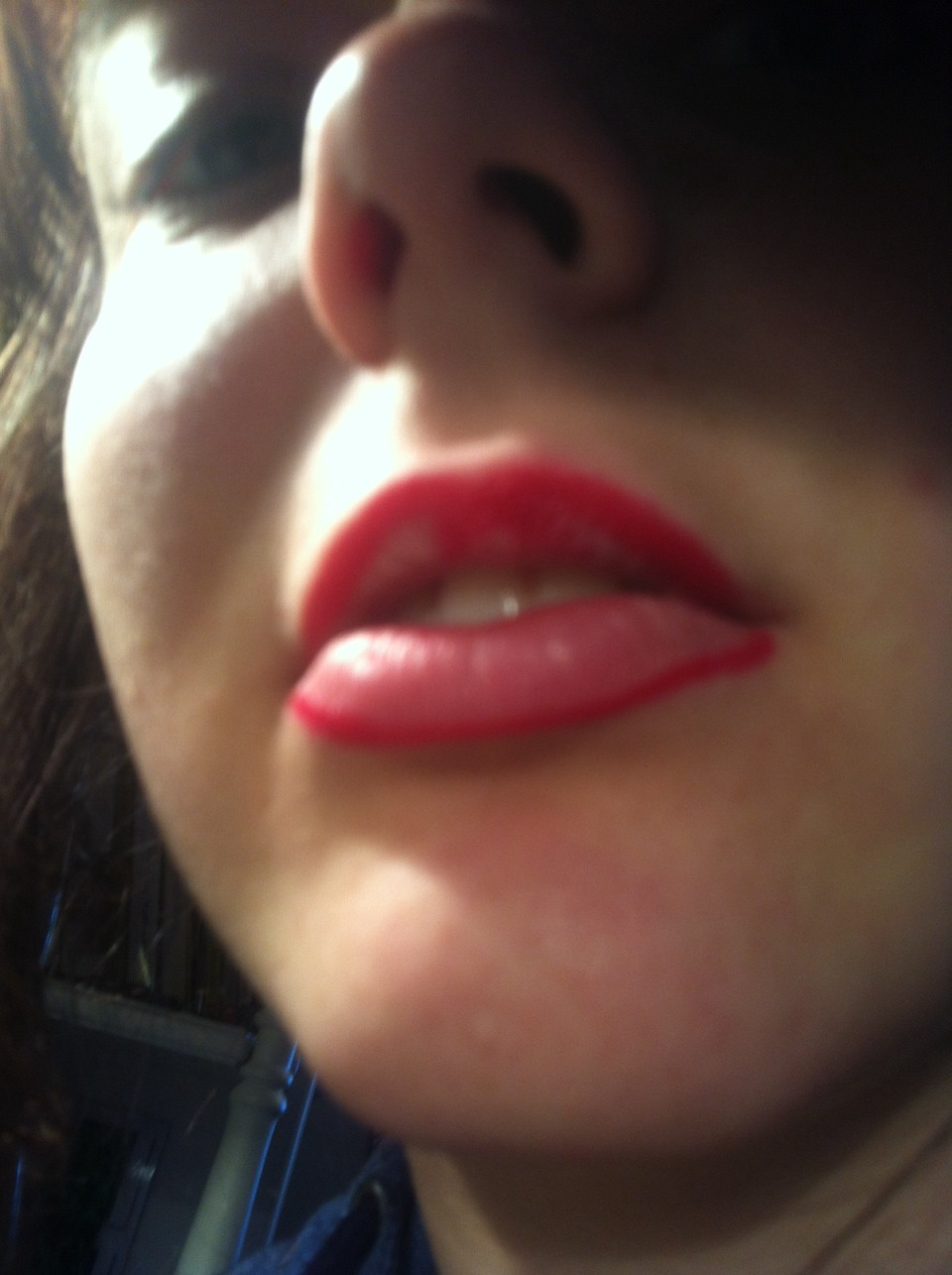 Line lips and define cuspids bow by creating an x shape