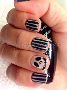 Simple, spooky nails takes only 5-10 minutes!