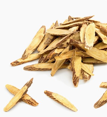 Licorice root extract has skin-soothing properties. In addition, licorice root has been shown to improve the appearance of uneven skin tone.