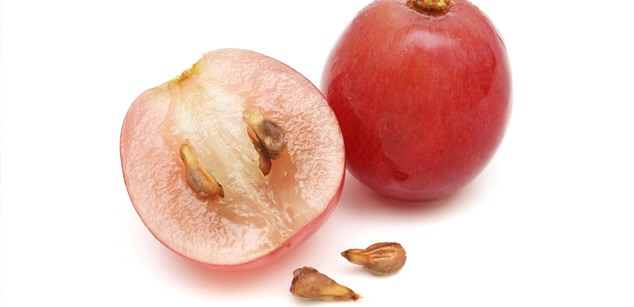 2. Tighten Skin Grapeseed oil has astringent qualities that help tighten skin and close up the pores, thus helping you avoid clogging that leads to pimples. Oily skin can especially benefit from this.