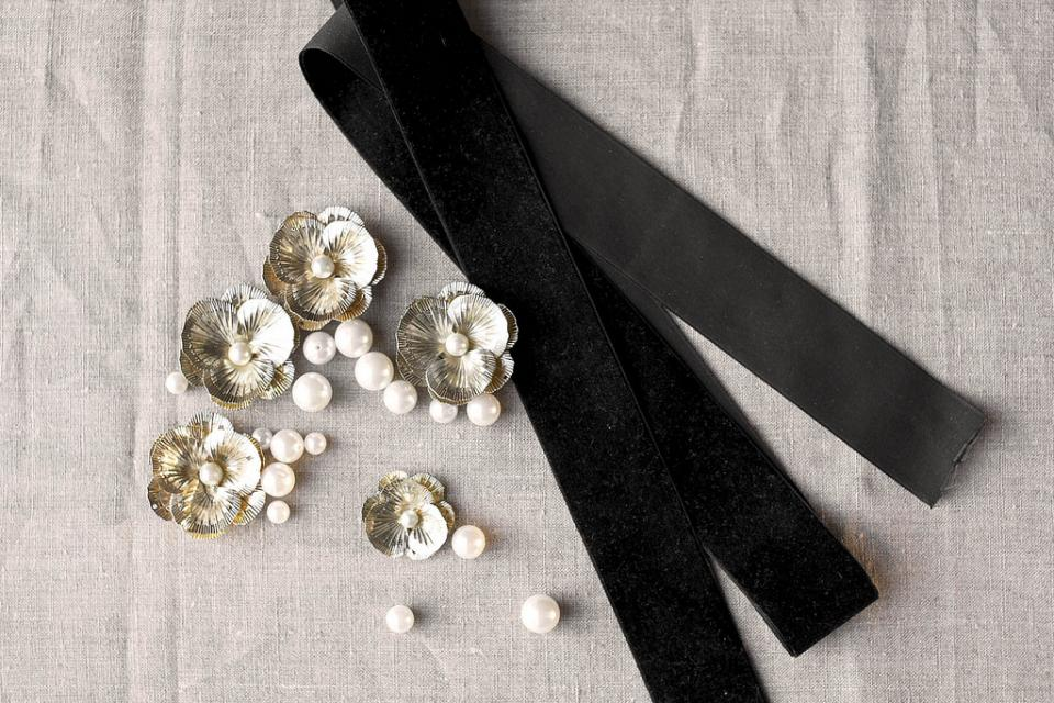 What you'll need: 2 metres of black velvet (2 inches wide),  a handful of medium size pearls, gold flower motifs in variant sizes from broken bits of jewellery, scissors, black cotton thread and a sewing needle.